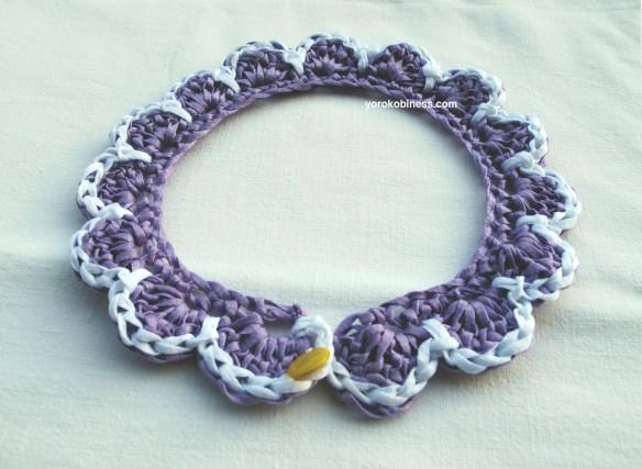 colletto lilla e bianco